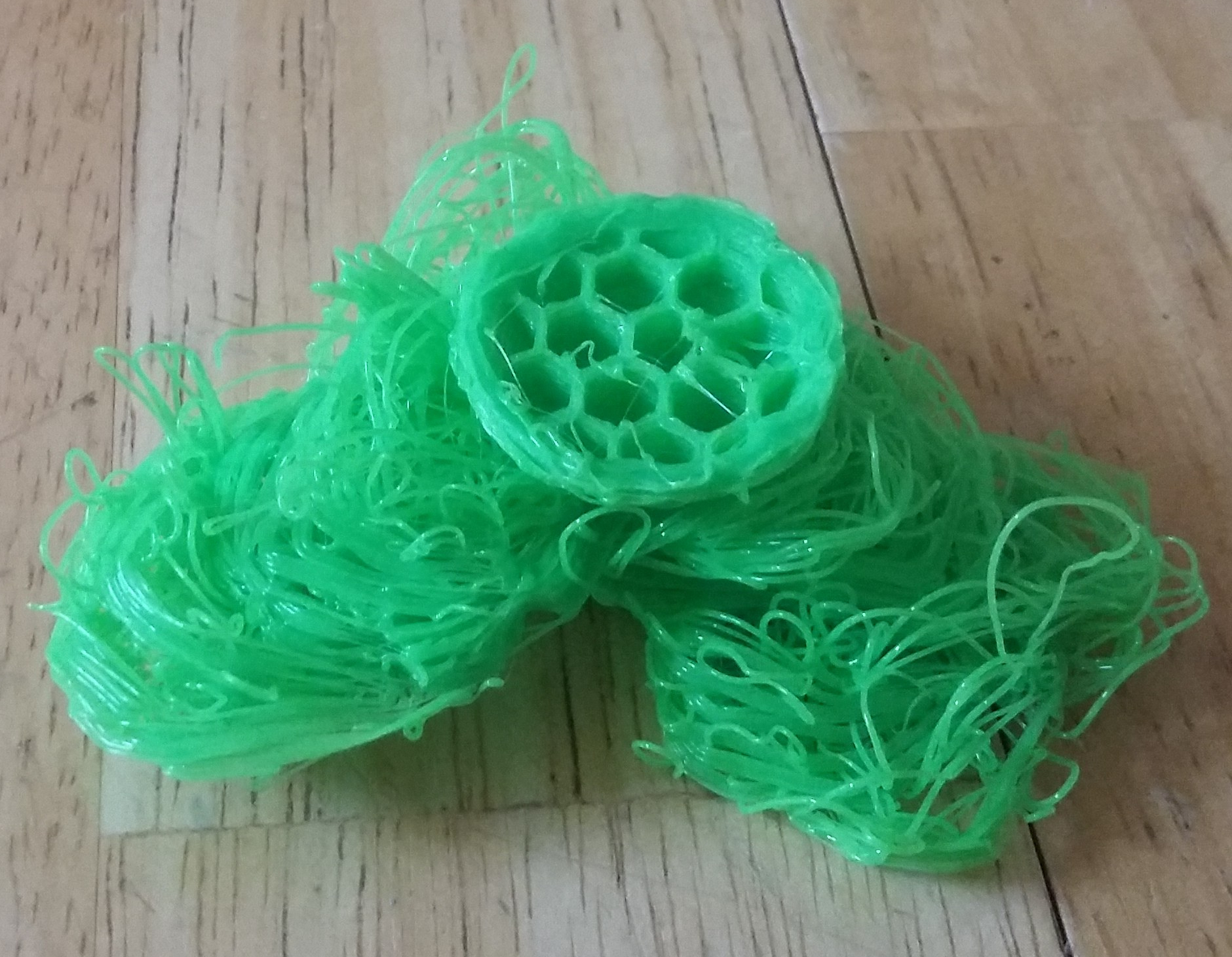 Failed cat ball toy print looks more like spaghetti...